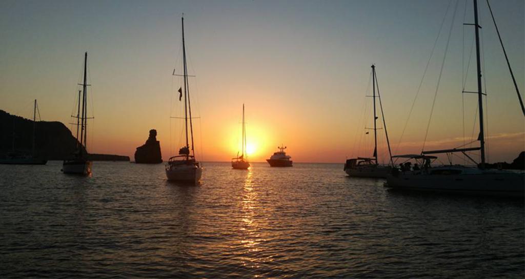 5 razones para pasar tus vacaciones a bordo de un velero